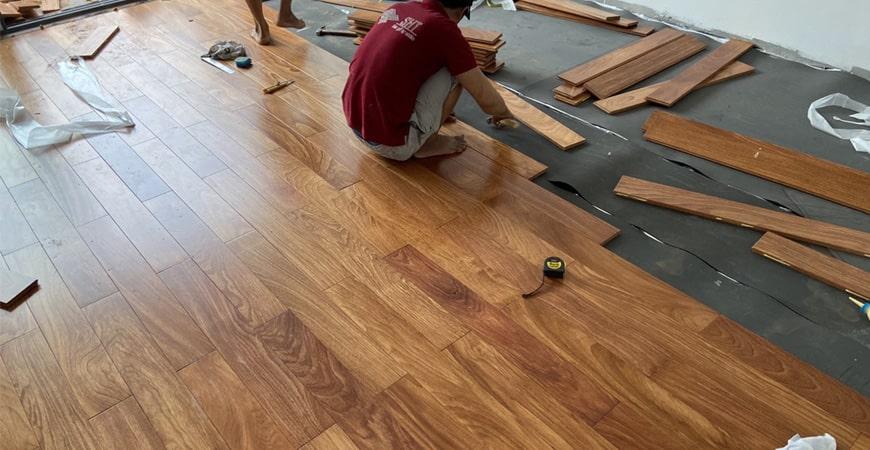 Thi công lắp đặt sàn gỗ gõ đỏ