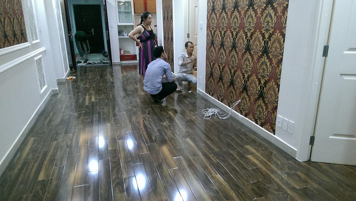 Hoàn thiện sàn gỗ chiu liu