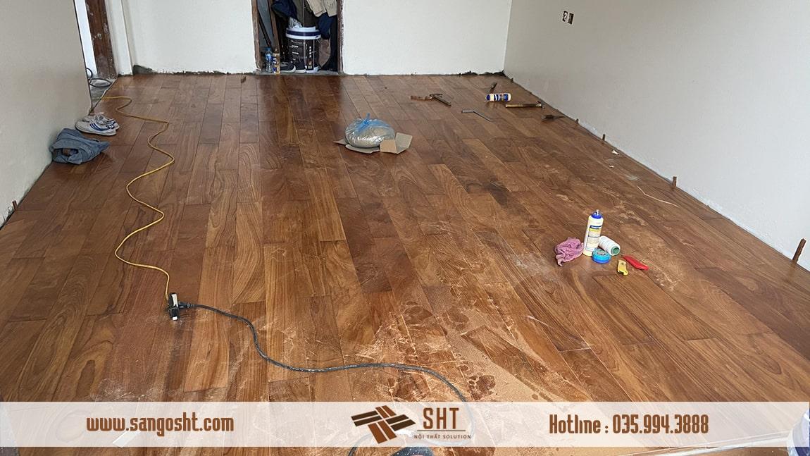Lắp đặt sàn gỗ tự nhiên gõ đỏ