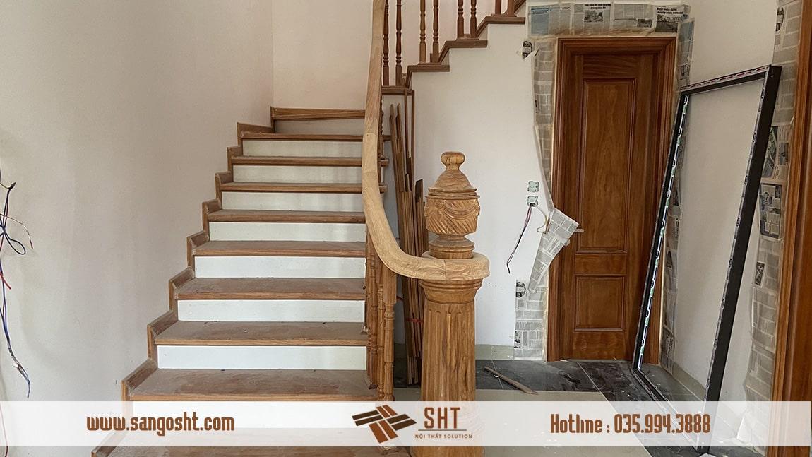 Cầu thang gỗ gõ đỏ