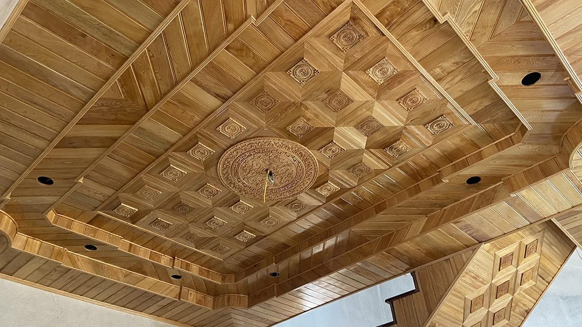 Thi công lắp đặt trần gỗ Pơ Mu