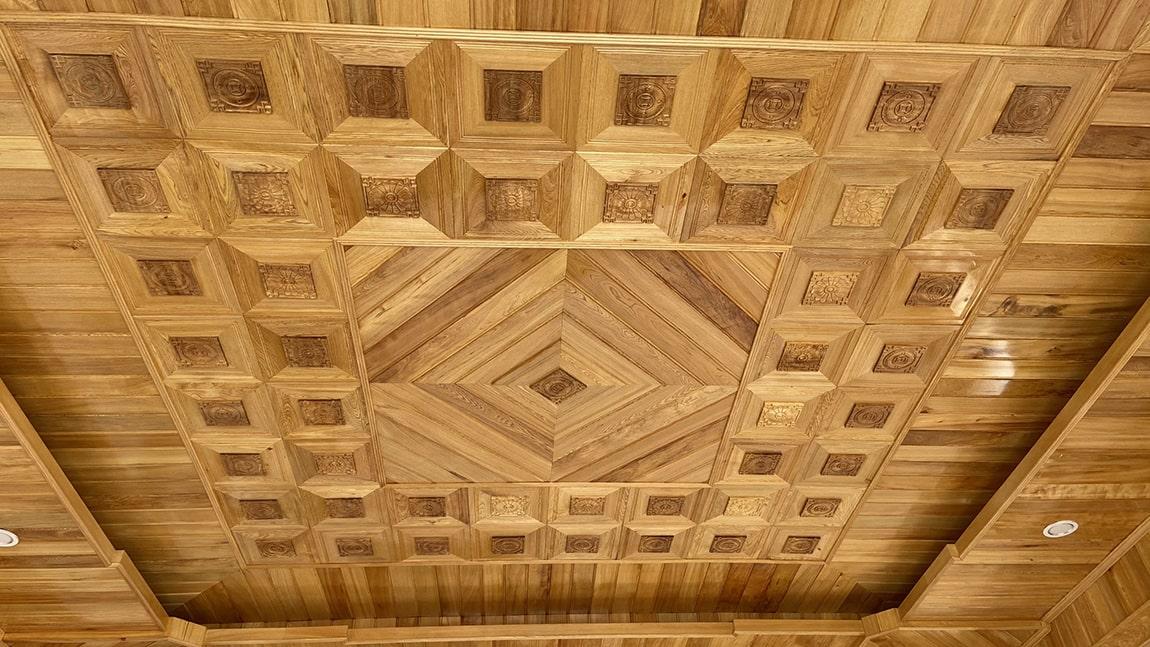 Trần gỗ đẹp không tỳ vết