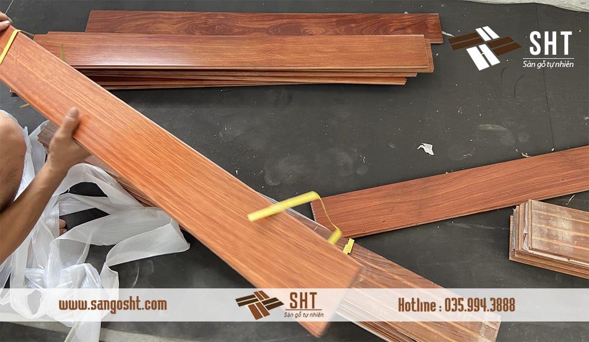 Tập kết sàn gỗ để thi công